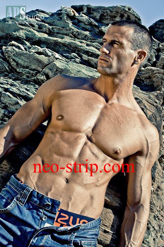 séance photo Neo Stripteaseur sur une plage à Vannes