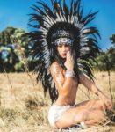 Stripteaseuse en costume indienne en Poitou-Charentes