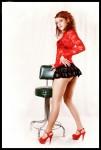 stripteaseuse en mini jupe noir pose avec un tabouret à Alençon 61