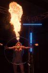 spectacle femme seins nus qui crache du feu en Poitou-Charentes