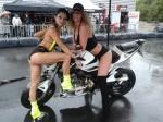 2 hôtesse en dessous sexy pose sur une moto dans un parking à Laval 53