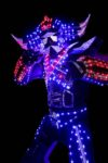 performeur en costume robot led goldorak à Quimper