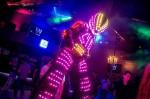 Robot led sur échasse danse dans un bar à Orléans 45